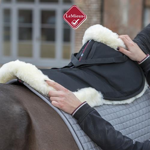 Guestblog LeMieux by JRS: Which half pad is best for my horse?